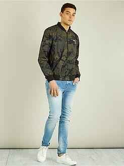 Casaco, sobretudo - Blusão tipo bomber leve com fecho com estampado camuflagem - Kiabi