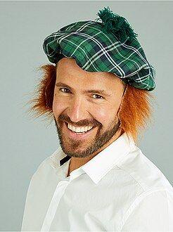 Homem Boina escocesa com peruca incorporada