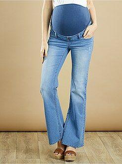 Futura mamã Calças de ganga flare para grávida com ligeiros rasgões