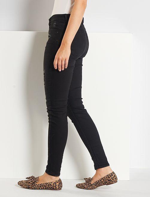 a73e1b845 ... Calças de ganga skinny com rasgões de cintura muito subida vista 2 ...