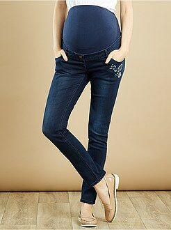 Calças de ganga slim para grávida com bordados