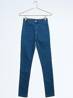 Jeans - Calças slim em algodão elástico
