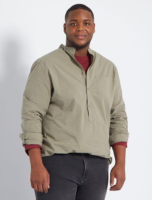 Camisa com efeito amarrotado e gola mao                                         Caqui