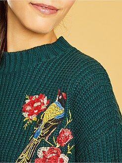 Camisola - Camisola bordada em malha canelada