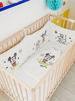 Puericultura - Contorno de cama em veludo 'Mickey'