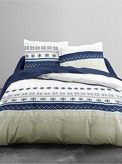 Jogo de cama de casal com estampado flocos