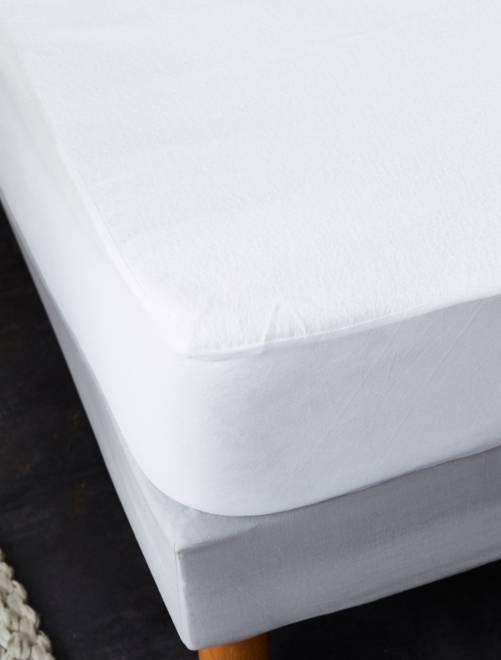 d055168e6 Lençol-capa para resguardo de colchão impermeável Casa - Branco ...