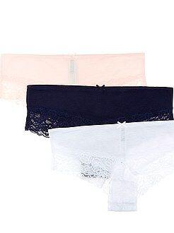 Lote de lingerie - Lote de 3 shorties em poli-algodão com detalhe de renda