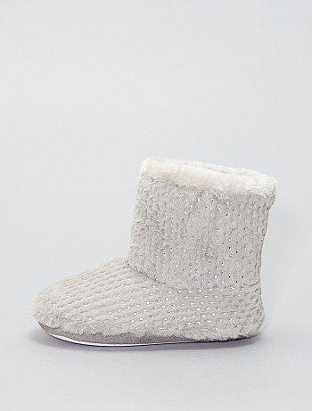 Pantufas tipo botas com pormenores dourados - Kiabi