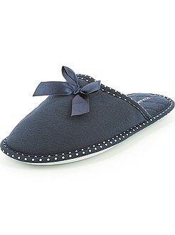 Calçado tamanho 36/37 - Pantufas tipo chinelas com laço de fantasia