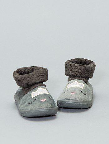 Calçado - Pantufas tipo meias bordadas - Kiabi