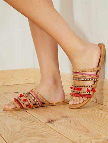 Sandálias rasas em pele sintética - Kiabi