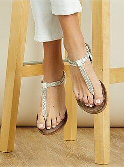Calçado branco - Sandálias rasas em pele sintética e detalhes brilhantes - Kiabi