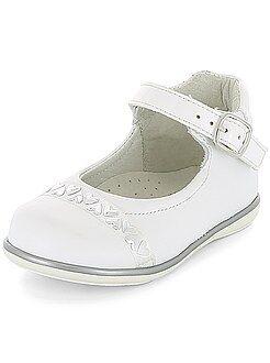 Calçado, pantufas - Sapatos citadinos com pormenores em coração - Kiabi