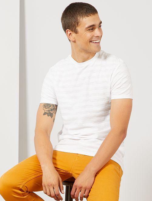 T-shirt com jogo de malhas em algodão biológico                                                                             Branco