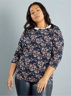 Mulher tamanhos grandes T-shirt jersey com gola claudine contrastada