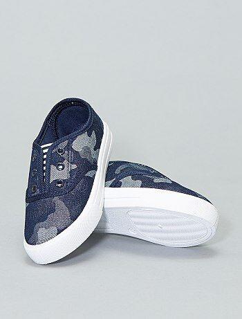 b3ac4e9e44 Várias marcas e modelos de calçados para mulher