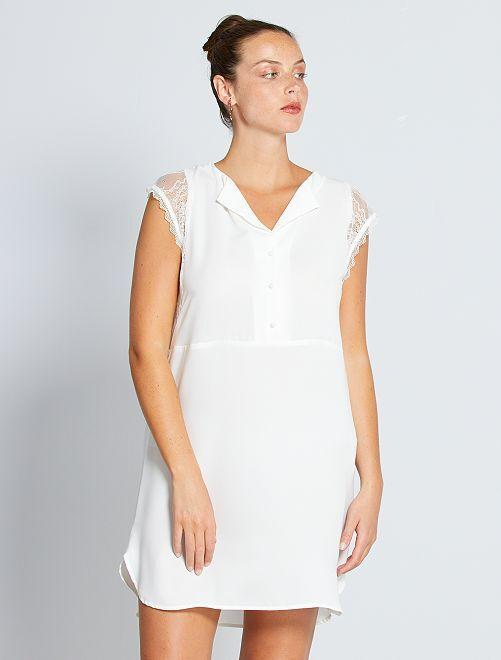 Vestido curto com mangas em renda                                                                 Branco