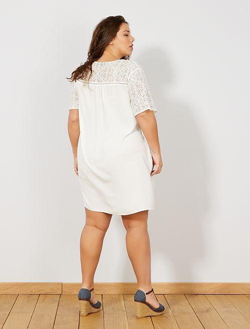3fa2e69362 Vestido soltinho com aplicações em renda Mulher tamanhos grandes ...